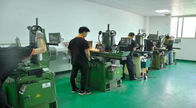 Plastic injection mold making work shop-2